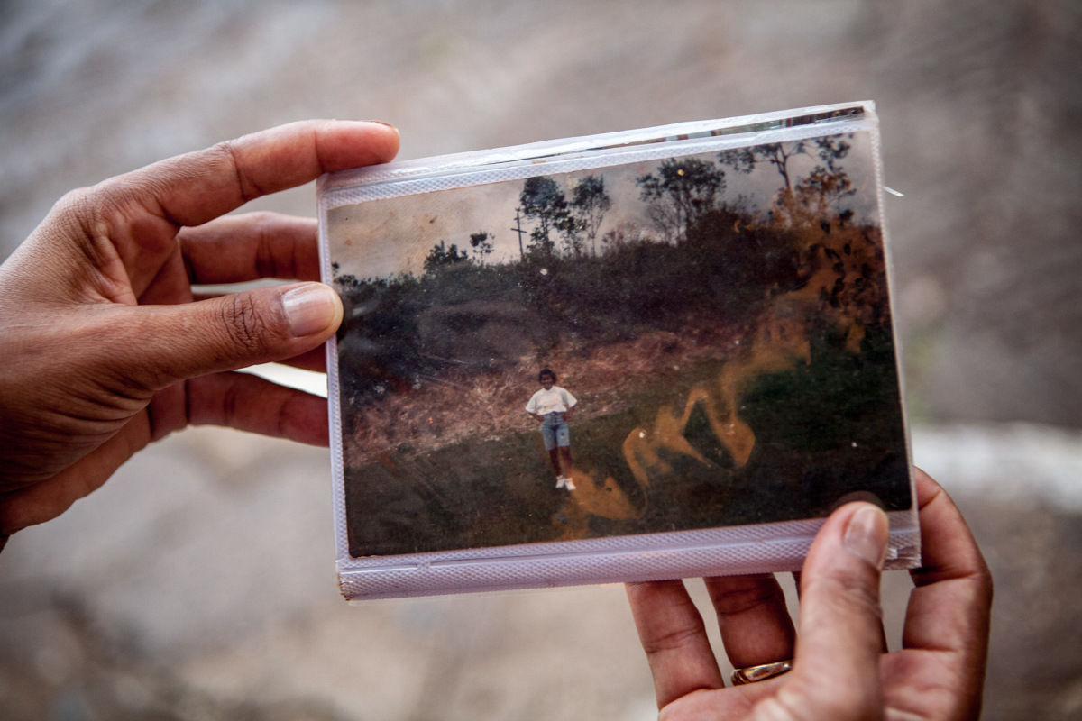 december 2015, Mariana: Claudia, survivor of Bento Rodrigues, shows a picture of her  youth in Bento that she saved from the mud